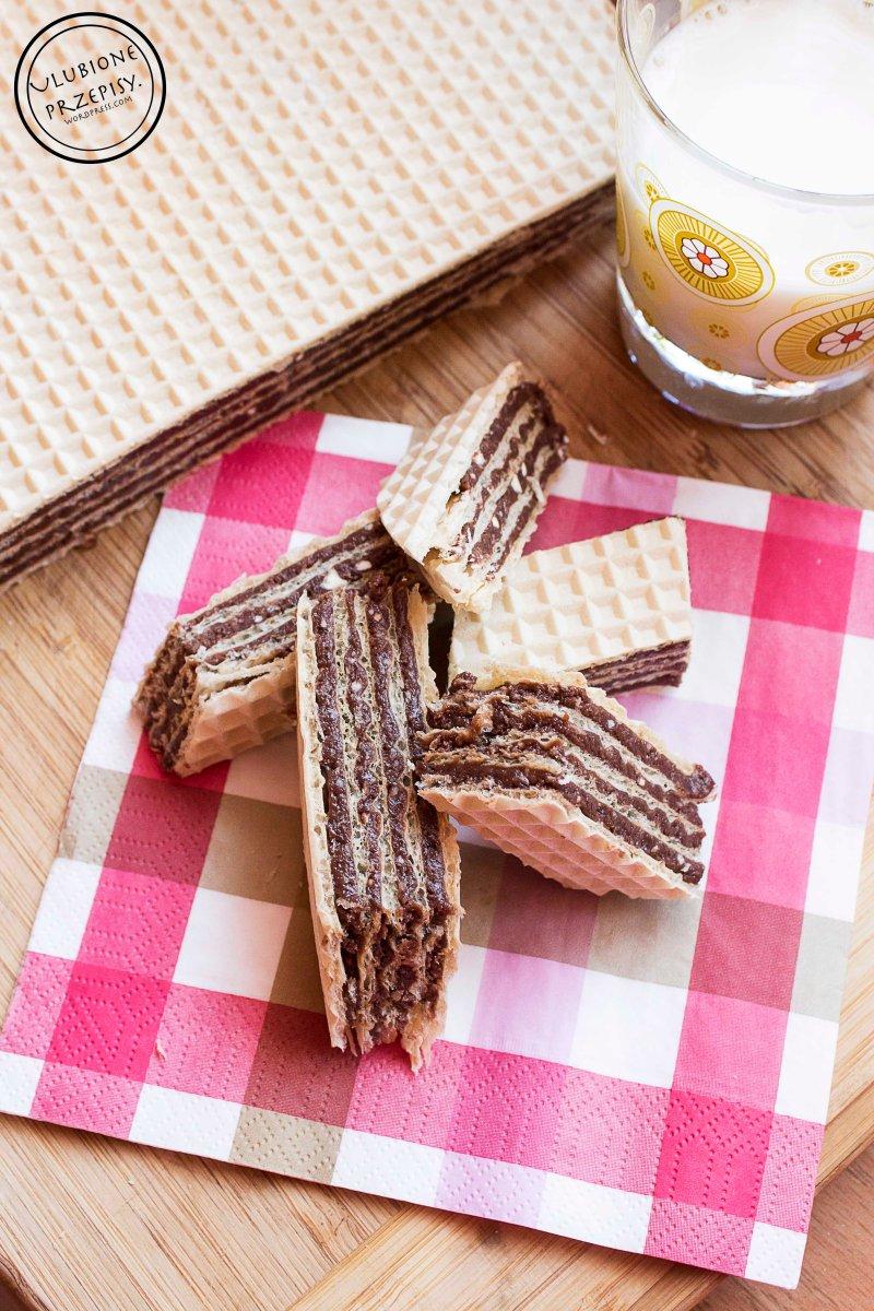 Wafel z czekoladowym kremem